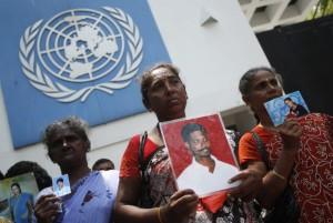 TamilwomeninfrontofUN